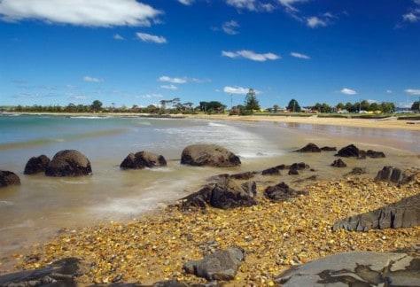 bluff beach devonport. dcc. by heath holden